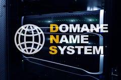 Dns - система доменных имён, сервер и протокол Интернет и концепция цифровой технологии на предпосылке комнаты сервера стоковая фотография