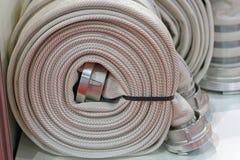 dołączający przygotowywającym target2288_0_ skrzynka wąż elastyczny przeciwawaryjnym pożarniczym jest był Obrazy Royalty Free