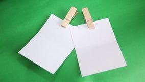 dołączający tła nutowego papieru szpilki czerwony biel Zdjęcie Royalty Free