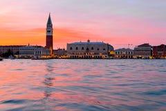 Doża pałac i St Mark dzwonnica w Wenecja zdjęcia royalty free