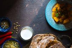 Do alimento vida indiana ainda no fundo escuro horizontal Imagens de Stock