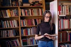 do biblioteki student uniwersytetu zdjęcie stock
