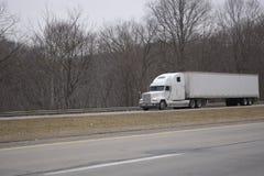 Do branco caminhão de reboque do trator Semi Imagem de Stock