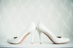 Do casamento vida ainda - sapatas nupciais do ramalhete e da noiva Fotografia de Stock