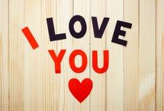` Do ` da frase eu te amo na superfície de madeira do fundo Fotos de Stock