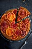 Do góry nogami krwionośnej pomarańcze tort zdjęcie royalty free