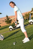 do golfa gra młodych kobiet zdjęcia stock