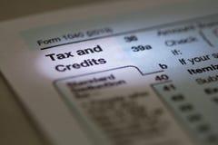 Do imposto e dos créditos 2013 dos E.U. IRS formulário 1040 de imposto Imagens de Stock