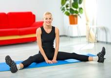 do kobiety potomstwom fizycznej fitness Zdjęcie Royalty Free