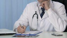 Do médico da escrita do tratamento da prescrição informe médico paciente profissional dentro - video estoque