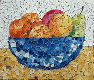 Do mosaico vida ainda com frutos foto de stock