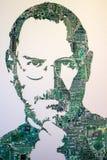 ` DO ` MU-MU DO MUSEU DO LIXO, RÚSSIA - EM OUTUBRO DE 2016: Steve Jobs das placas eletrônicas fotografia de stock royalty free