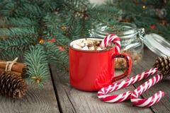 Do Natal vida ainda Bebida quente com marshmallows e doces c Fotos de Stock