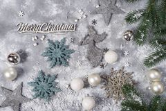 Do Natal vida ainda Brinquedos de prata e ornamento decorativos do Natal Fotografia de Stock