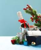 Do Natal vida ainda Champagne, decorações do Natal Fotografia de Stock Royalty Free