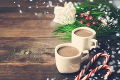 Do Natal vida ainda com os dois copos do chocolate e do Natal de Fotos de Stock Royalty Free