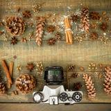 Do Natal vida, câmera e mandarino ainda Configuração lisa Vista superior Imagem de Stock Royalty Free