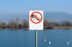 Do not feed the ducks sign near lake Royalty Free Stock Photos