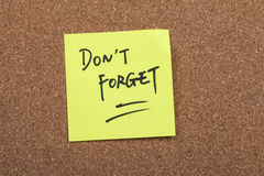 Do not forget note. Close up of a post-it note saying do not forget Stock Photos