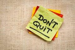 Do not quit advice on sticky note Stock Photo