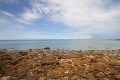 Do oceano tropical do mar da praia do céu azul destinos de viagem de pedra Fotos de Stock