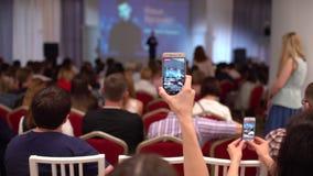 Do orador do seminário do treinador da conferência da reunião do escritório executivos do conceito do treinamento Muitos povos qu vídeos de arquivo