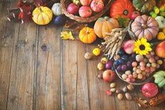 Do outono da ação de graças vida ainda na tabela de madeira Foto de Stock Royalty Free