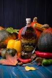 Do outono vegetais da vida ainda na madeira com azeite picante Fotografia de Stock Royalty Free