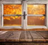 Do outono vida ainda com as pranchas de madeira vazias Fotografia de Stock Royalty Free
