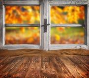 Do outono vida ainda com as pranchas de madeira vazias Fotografia de Stock