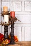 Do outono vida ainda com velas e folhas Foto de Stock