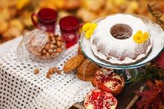 Do outono vida ainda, decoração com bolo Fotos de Stock