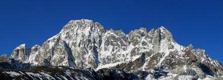 Do panorama alto da montanha da neve de Himalaya cenário bonito fotografia de stock