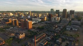Do por do sol do centro da skyline da cidade de Birmingham Alabama Estados Unidos do sul video estoque