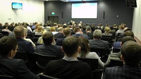 Do seminário da conferência da reunião do escritório executivos do conceito do treinamento Escuta o discurso sobre o mercado e vídeos de arquivo