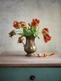 Do tulip vida decorativa ainda Fotos de Stock