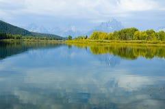 do upadku jeziorne góry odzwierciedlały niebo Zdjęcie Stock
