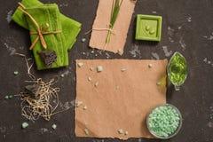 Do vintage dos termas vida verde ainda com sabão feito a mão Criticar severamente a configuração, vista superior Cartão no papel  Fotos de Stock