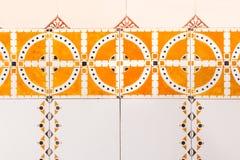 Do vintage retro colorido brilhante velho holandês do ornamento da pintura do teste padrão da telha da Holanda marrom alaranjado fotos de stock royalty free