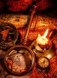 Do vintage vida ainda. Artigos do vintage no mapa antigo. Foto de Stock Royalty Free