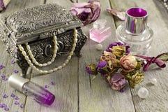 Do vintage vida ainda com fragrâncias lilás Fotos de Stock Royalty Free