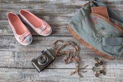 Do vintage vida ainda da mulher/menina aleatórias dos objetos Fotos de Stock