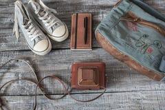 Do vintage vida ainda da mulher/menina aleatórias dos objetos Foto de Stock