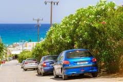 Do wynajęcia samochód Peugeot 206 parkuje Bali, Crete, Grecja Zdjęcie Stock