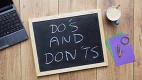 Do y don'ts escritos fotografía de archivo libre de regalías