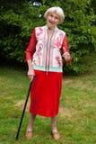 Doação idosa à moda da mulher polegares acima foto de stock royalty free