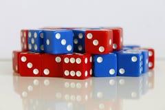 Dobbel het willekeurige rode blauw van het spelspel Royalty-vrije Stock Afbeelding