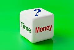 Dobbel met woordenTijd en Geld Stock Afbeeldingen