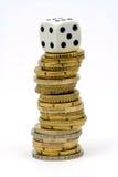 Dobbel op stapel van muntstukken Stock Foto's
