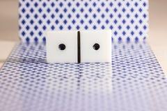 Dobbel voor domino's stock foto's